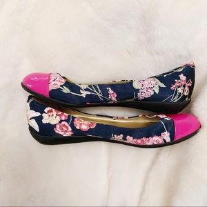 Marc Fisher • Floral Pink Toe Flats (8.5)